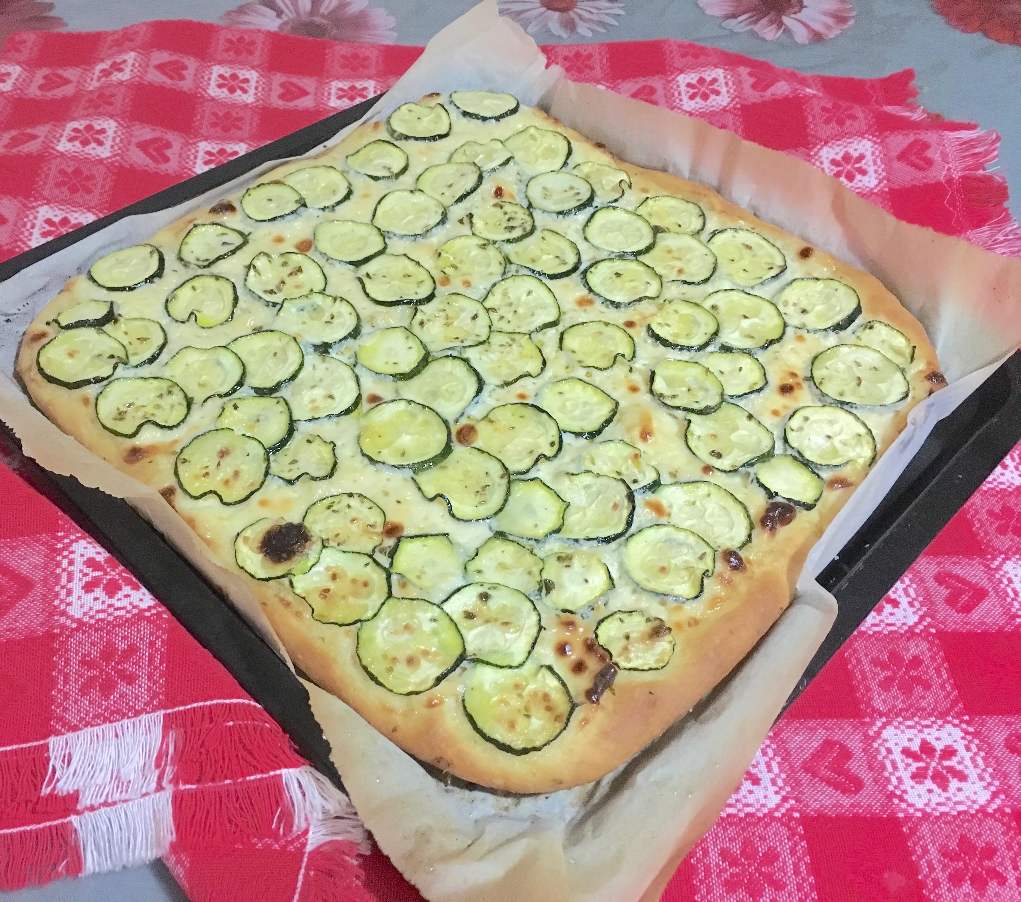Ricetta Focaccia Genovese Benedetta.Focaccia Con Zucchine O Patate Una Pigra In Cucina